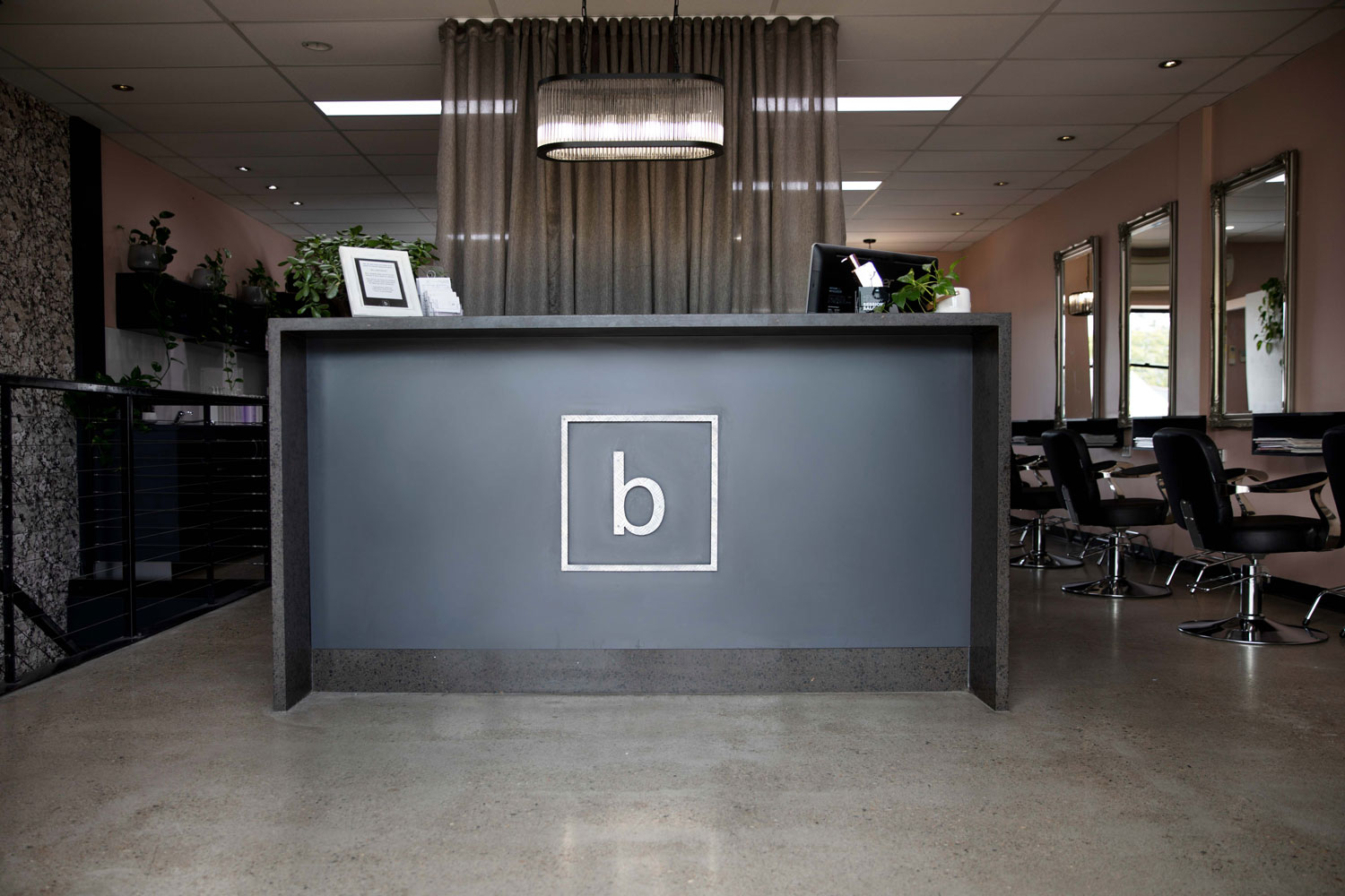 bhair salon reception desk